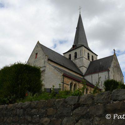 Kravaalbos wandelroute De Sint-Walburgakerk is een rooms-katholieke kerk in Meldert (Aalst). Het is een gotische kerk opgetrokken in lokale witte steen. De kerk en het kerkhof op een heuvel zijn ommuurd. De kerk en de kerkhofmuur zijn sinds 10 mei 1973 een beschermd monument.